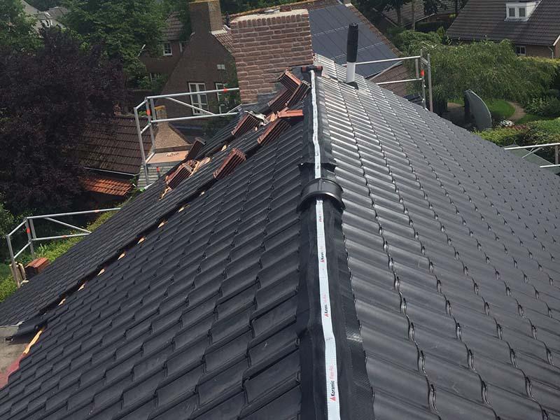 Nieuwe dakpannen, Dakwerken